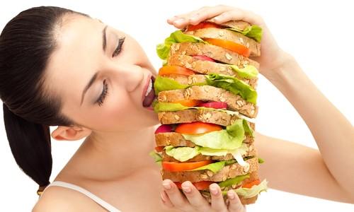 Come rimanere a dieta anche se gli altri mangiano
